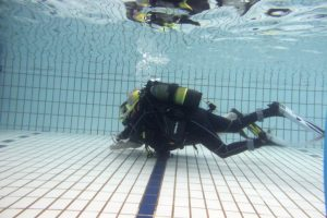 And...We're off! Louise soon got to grips with picking up the hoops of the pool floor whilst staying neutrally buoyant. Well done. So proud :-)